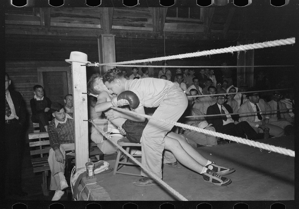Box Fight (Image: Photogrammar (LC-USF33-011652))